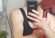 Love how tight this singlet feels on me~